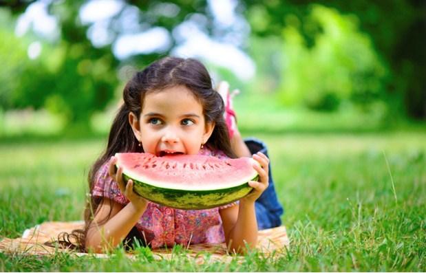 Dinh dưỡng cho trẻ mùa nóng