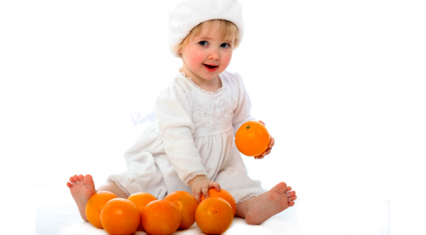 baby-girl-oranges